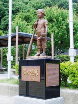 軟式野球発祥の記念像(宝ヶ池公園)